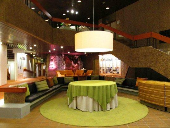 Hotel Hanasaari: Холл