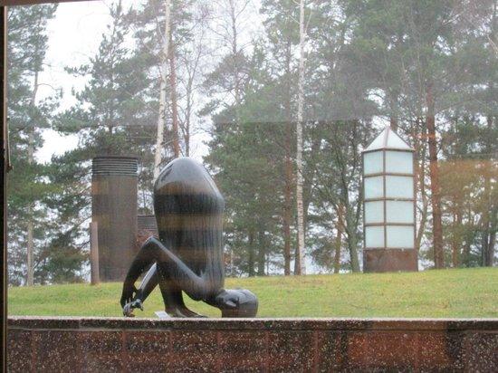 Hotel Hanasaari: Скульптуры на территории острова