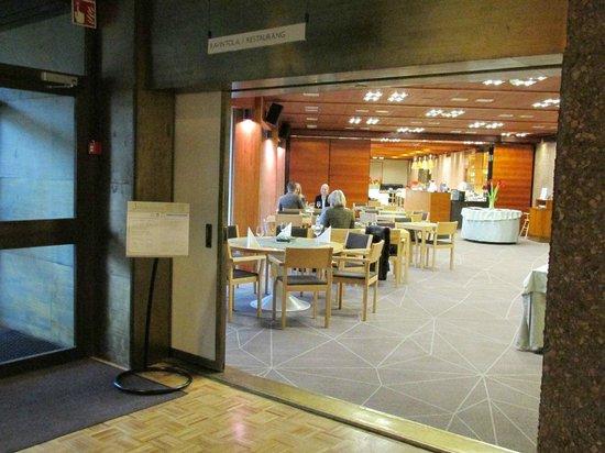 Hotel Hanasaari: Вид на ресторан (вернее его часть)