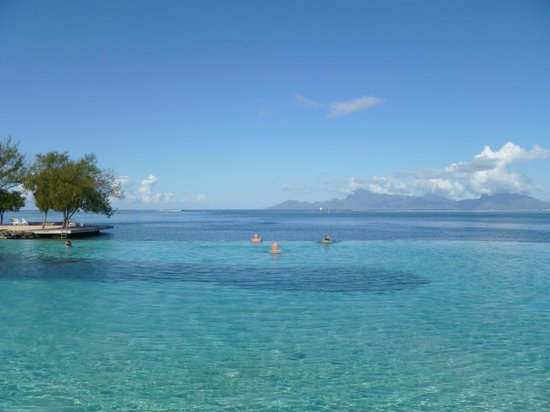 Manava Suite Resort Tahiti : view from infinity pool