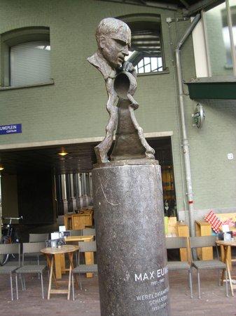 Max Euwe Centrum : Max Euwe's bust