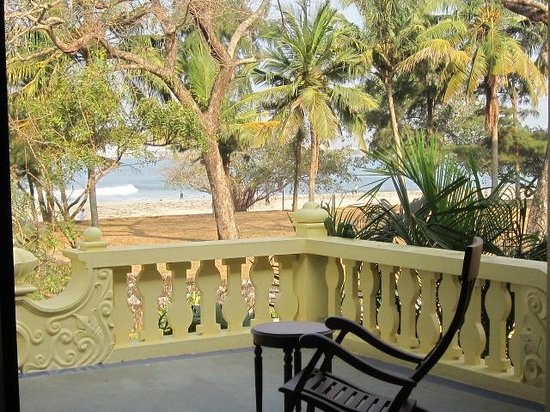 The Poovath Heritage - An Amritara Resort: Sea view from the hotel terrace