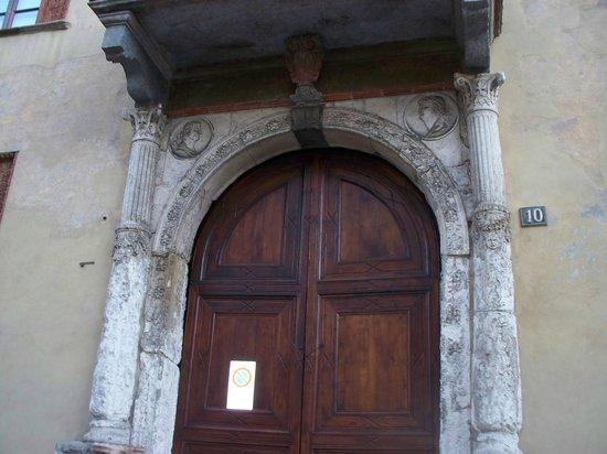 Casa Fontana Silvestri: il bel portale