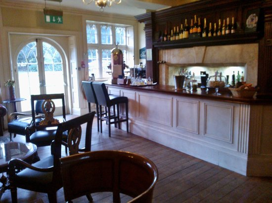 Woodborough Hall: Bar area