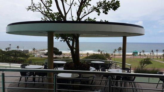 Southern Sun Elangeni & Maharani: Pool deck