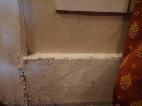 Rhodes Hotel: Mur humide
