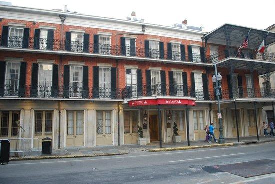 St. James Hotel, an Ascend Hotel Collection Member : la facciata zona ingresso