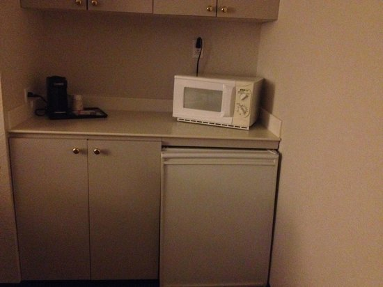 La Quinta Inn & Suites New Orleans Airport: fridge and micro in two room suite.