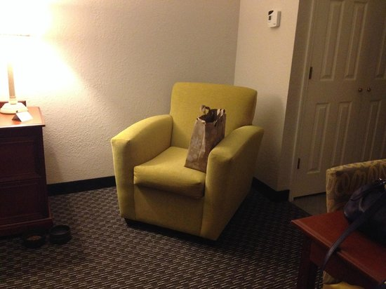 La Quinta Inn & Suites New Orleans Airport: chair in two room suite.