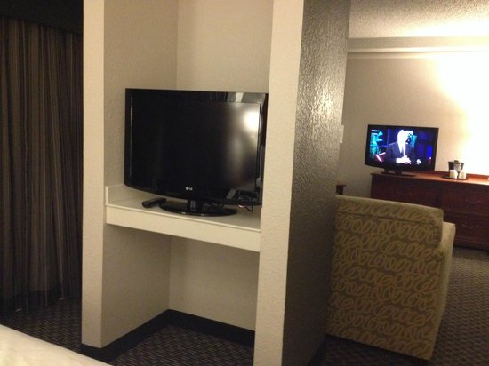 La Quinta Inn & Suites New Orleans Airport: two tv's in two room suite.