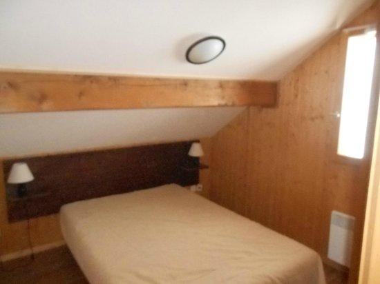 Goelia Les Chalets des Ecourts: chambre lit double