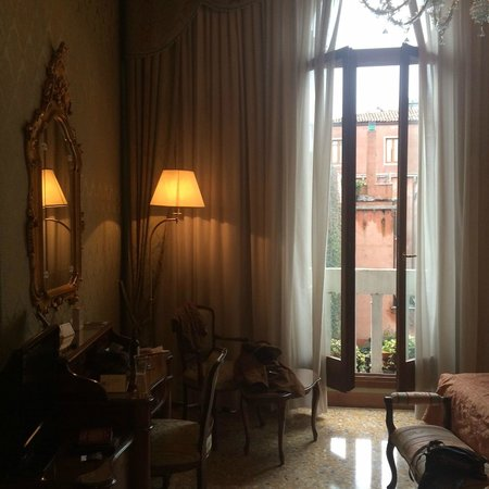 Hotel Colombina: Room as you enter