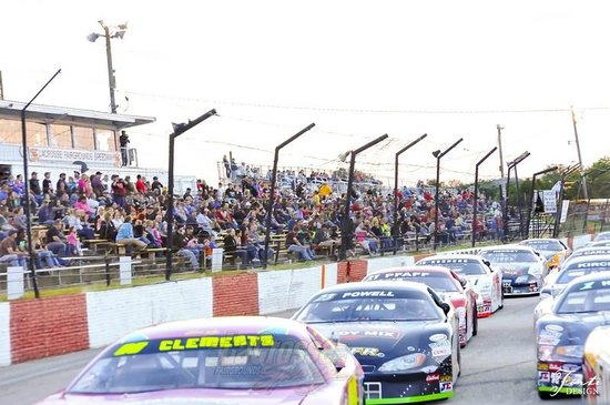 LaCrosse Fairgrounds Speedway: The field is set to take the green flag in this race