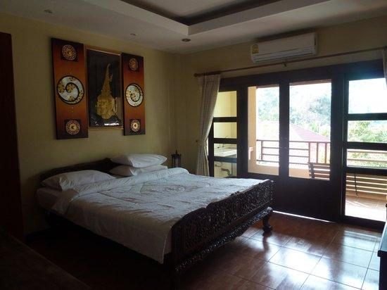 Flora House: Bedroom