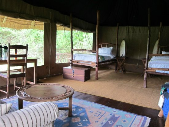 Ndarakwai Ranch Camp: Bedroom with twin beds
