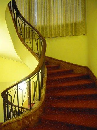 Hotel Napoleon : Gradinata2