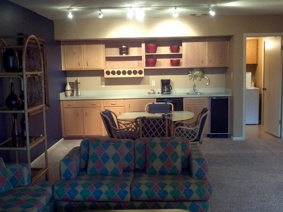 South Shore Lake Resort: family room