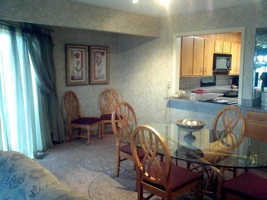 South Shore Lake Resort: dining room