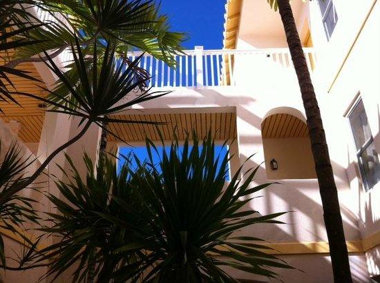 Northwest Point Resort: Inside courtyard.