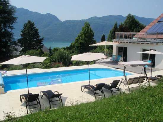 piscine solaire avec plage immerg e picture of le cassiopee tresserve tripadvisor. Black Bedroom Furniture Sets. Home Design Ideas