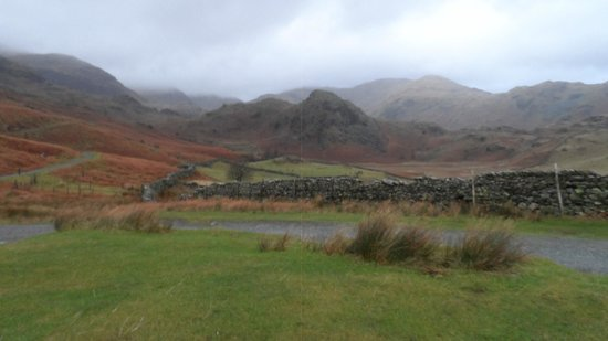 Old Man of Coniston : starting the walk from the car park