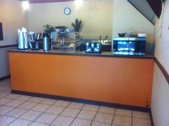 Knights Inn Hot Springs : Continental Breakfast