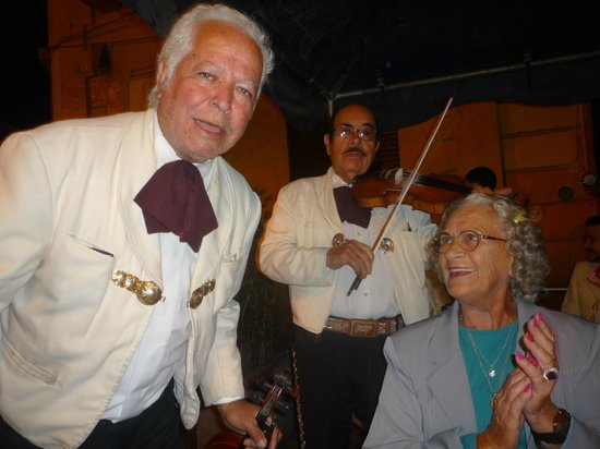 Plaza de los Mariachis: O Cantante