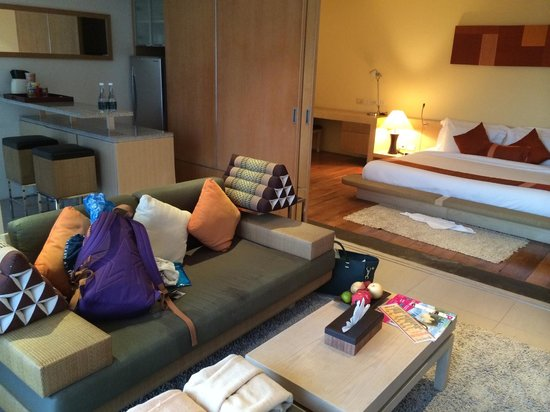 IndoChine Resort & Villas: Suite - Bedroom, Living area and kitchen