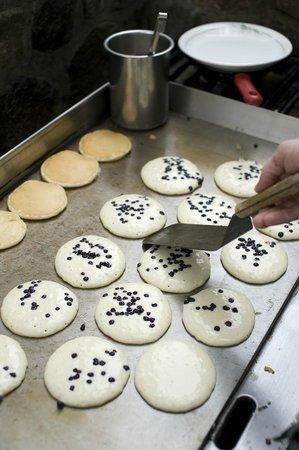 Migis Lodge : Sunday morning blueberry pancakes