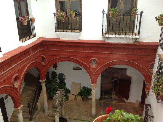 Palacio de Mondragón: One of the courtyards