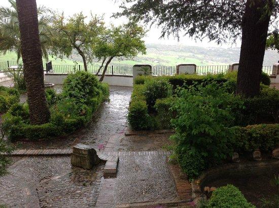 Palacio de Mondragón: The water garden