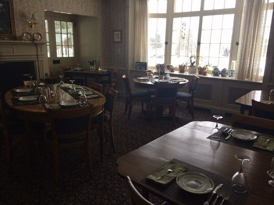 Devonfield Inn: breakfast area