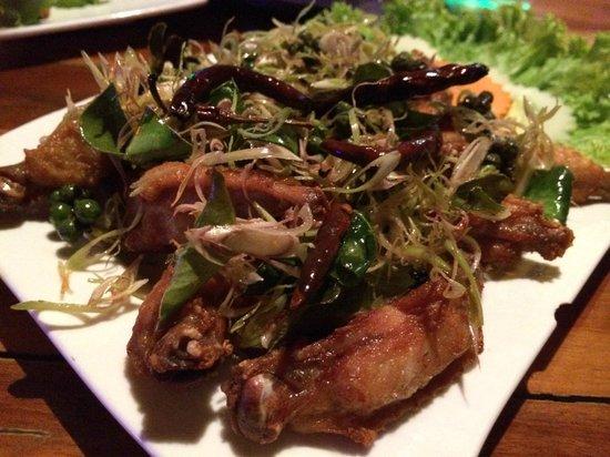 ร้านอาหาร ป กุ้งเผา: Deep fried chicken wings with Thai herbs