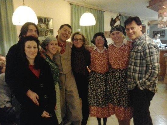Hotel Alpi: Serata in costumi tradizionali
