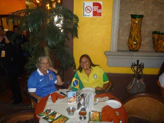 El Patio Tlaquepaque: o reconhecimento com a bandeira do Brasil