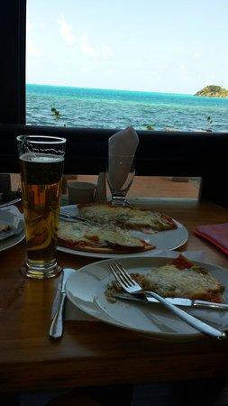 Deep Blue: Pizza 3 quesos, riquisima!