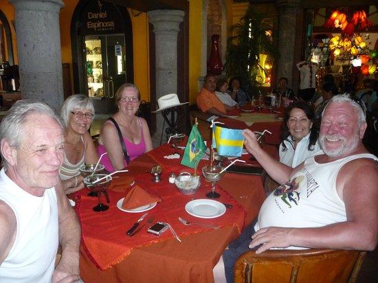 El Patio: amigos da suécia também se divertindo