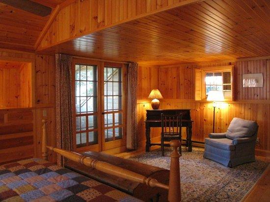 Migis Lodge : Master bedroom in Beach; balcony through doors