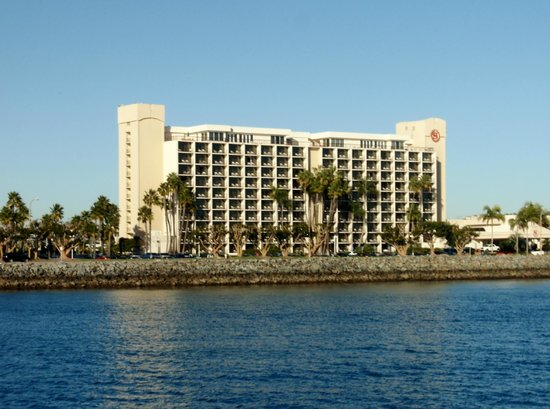 The Sheraton San Diego Hotel & Marina: Hotel viewed  from Harbour Tour boat