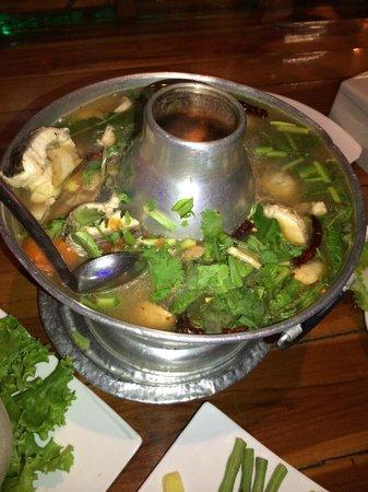 ร้านอาหาร ป กุ้งเผา: Snake Head Fish deep fried Tom Yum