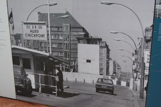Mauermuseum - Museum Haus am Checkpoint Charlie: Trochę historii, wystawa