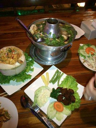ร้านอาหาร ป กุ้งเผา: The spread