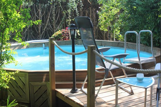 Le Jardin Sarlat: Pool & Decking Area