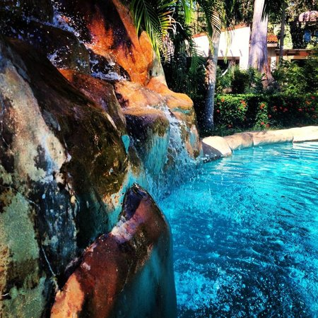 Villas Hermosas: waterfall in the pool