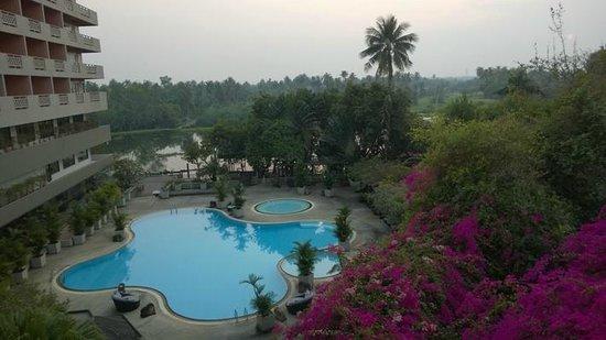 Sampran Riverside: Blick vom Balkon zum River und Pool
