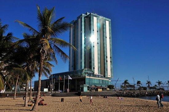 Arrecife Gran Hotel: Widok z plaży