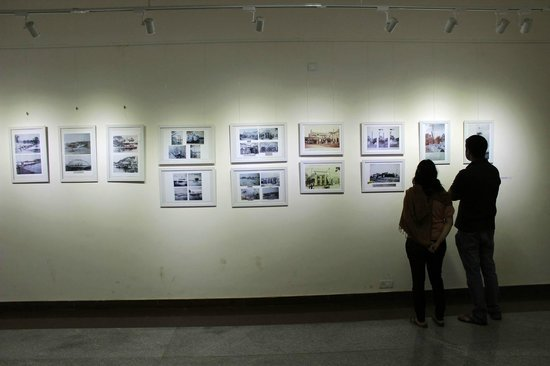 Rangoli Metro Art Center: Visitors take in the old Bangalore photos exhibition