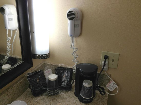 Holiday Inn Hotel & Suites Anaheim (1 BLK/Disneyland): Hair dryer and coffee maker.
