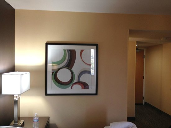 Holiday Inn Hotel & Suites Anaheim (1 BLK/Disneyland): Modern artwork