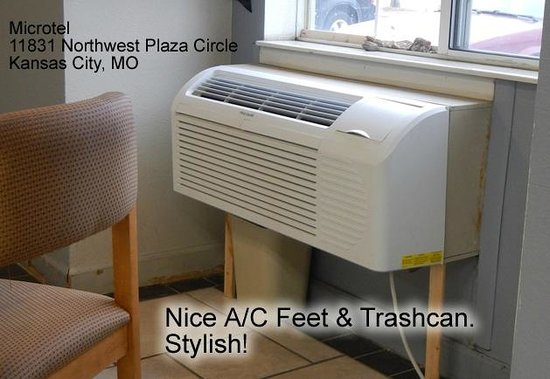 Microtel Inn & Suites by Wyndham Kansas City Airport : A/C unit in breakfast room